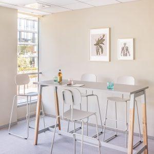 Bárszékeke és magas asztalok_OGI W_ikon